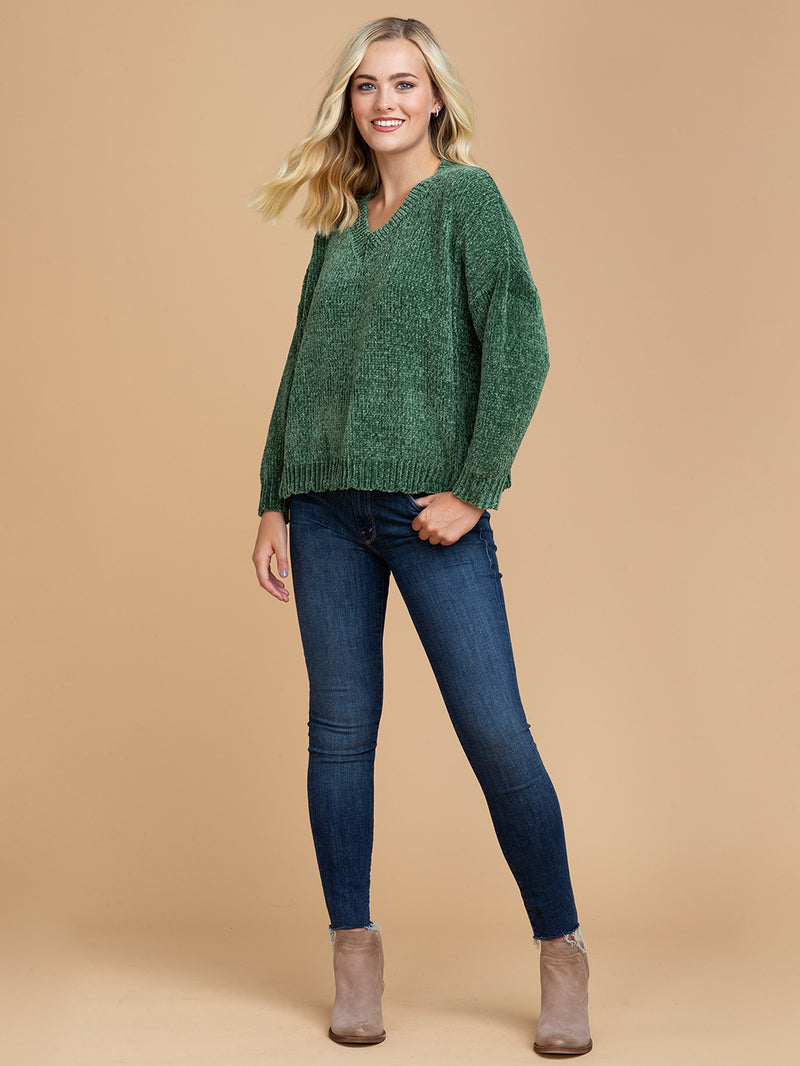 Goodnight Macaroon 'Jenna' V-Neck Chenille Ribbed Oversized Sweater Green Model Full Body Front