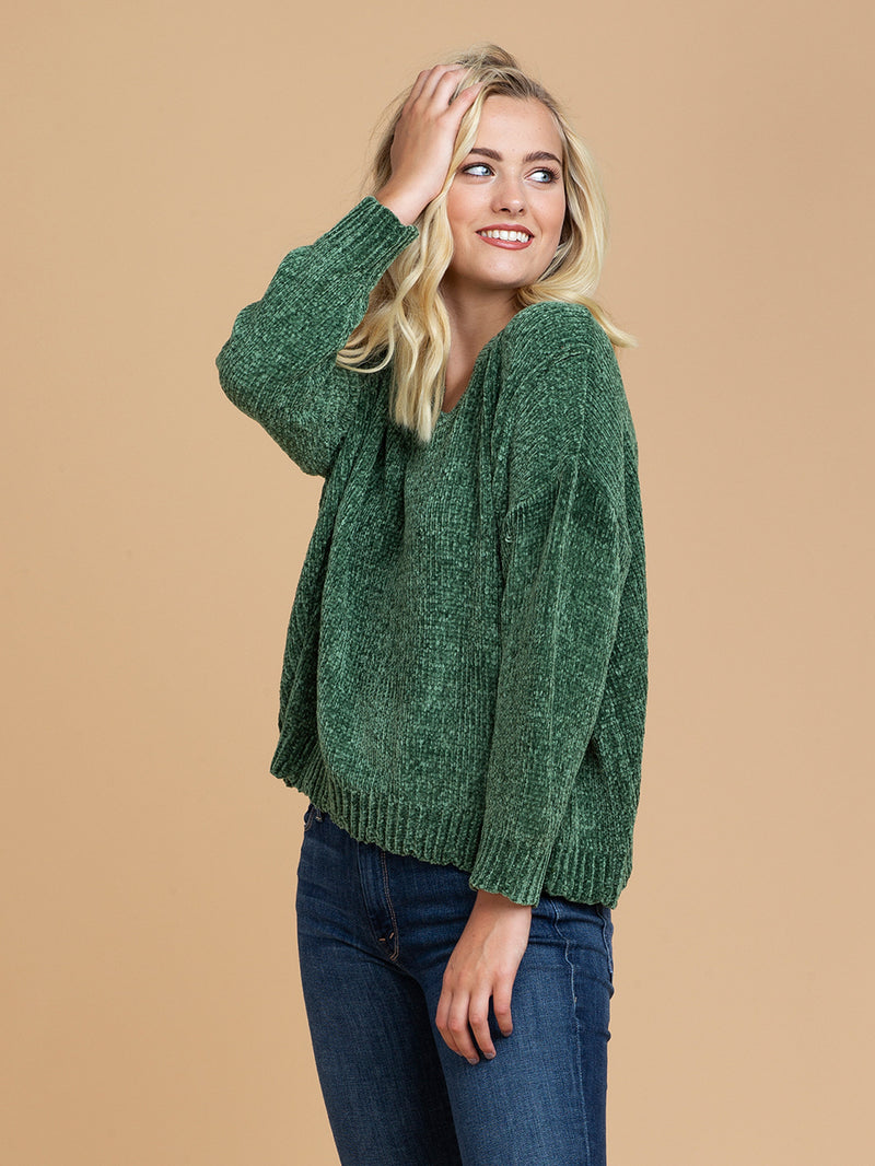 Goodnight Macaroon 'Jenna' V-Neck Chenille Ribbed Oversized Sweater Green Model Half Body Side