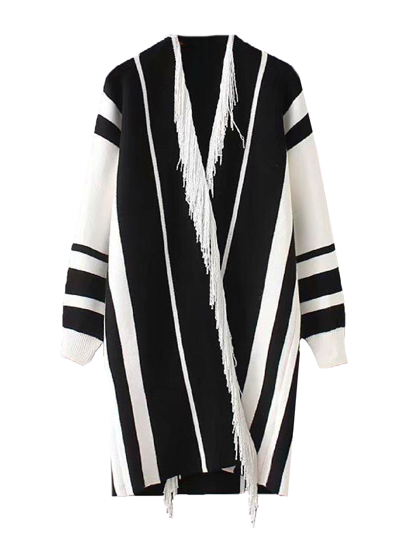 Goodnight Macaroon 'Echo' Bohemian Fringed Poncho Cardigan Black Front