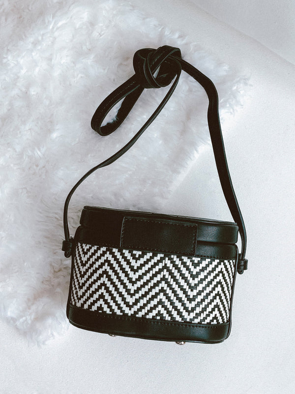 Goodnight Macaroon 'Kiera' Two Tone Chevron Shoulder Bucket Bag Black Back