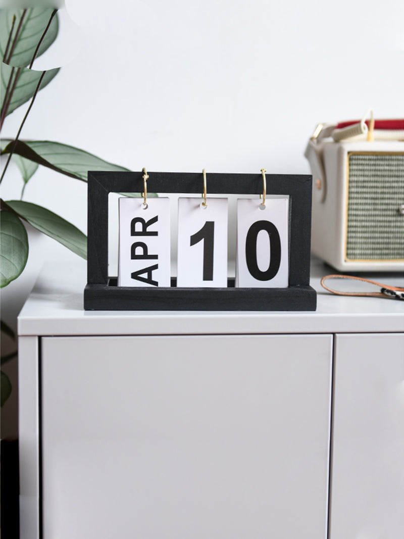 'Wally' Simple Wooden Calendar (4 Colors)