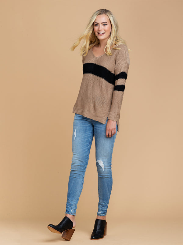 Goodnight Macaroon 'Pansy' Two Tone High Low V-Neck Sweater Model Full Body Front