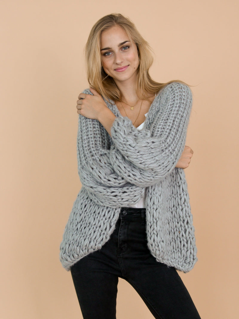 Goodnight Macaroon 'Lillibeth' Grey Chunky Knit Open Cardigan Model Front Half Body 2