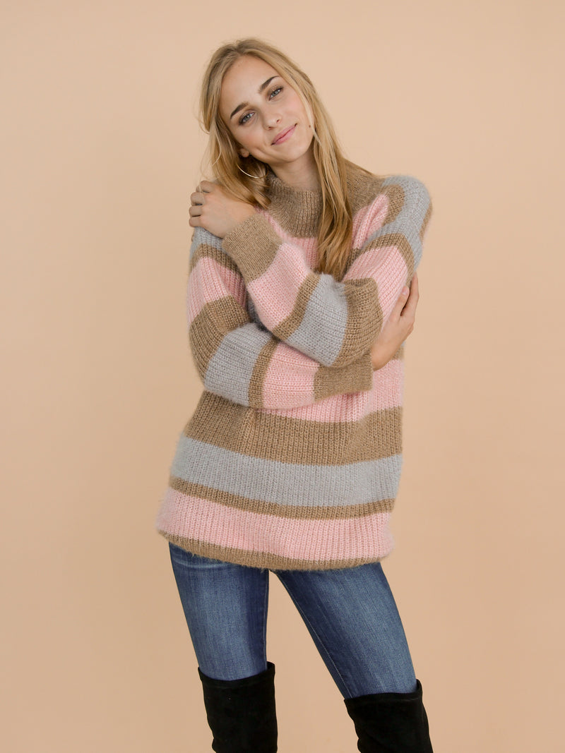 Goodnight Macaroon 'Daria' Pink Color Block Fluffy Sweater Model Front Half Body
