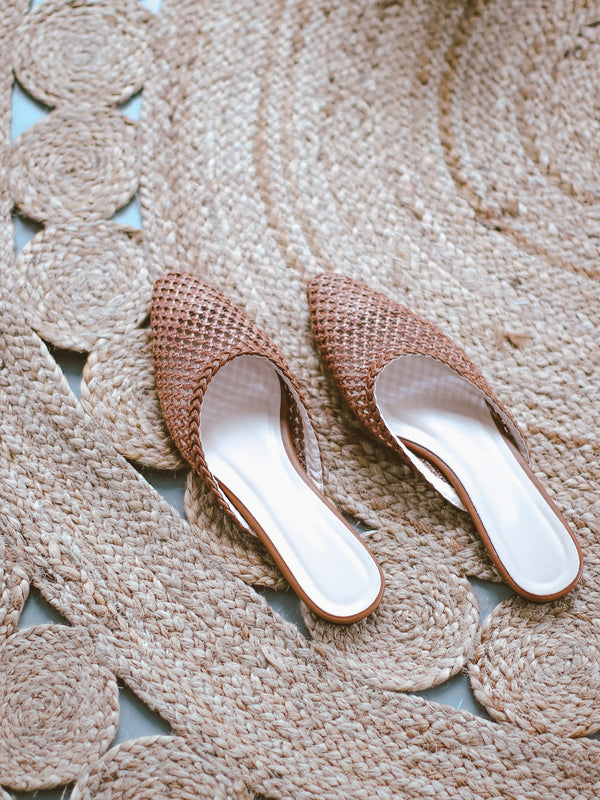 'Joan' Rattan Pointed Toe Flat Mules (2 Colors)