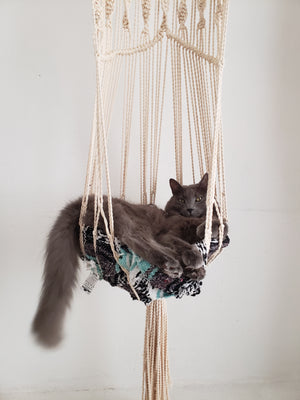 Macrame cat hammock | macrame hanging cat bed | via Meowcramé by Fluffy Kitty www.meowcrame.com