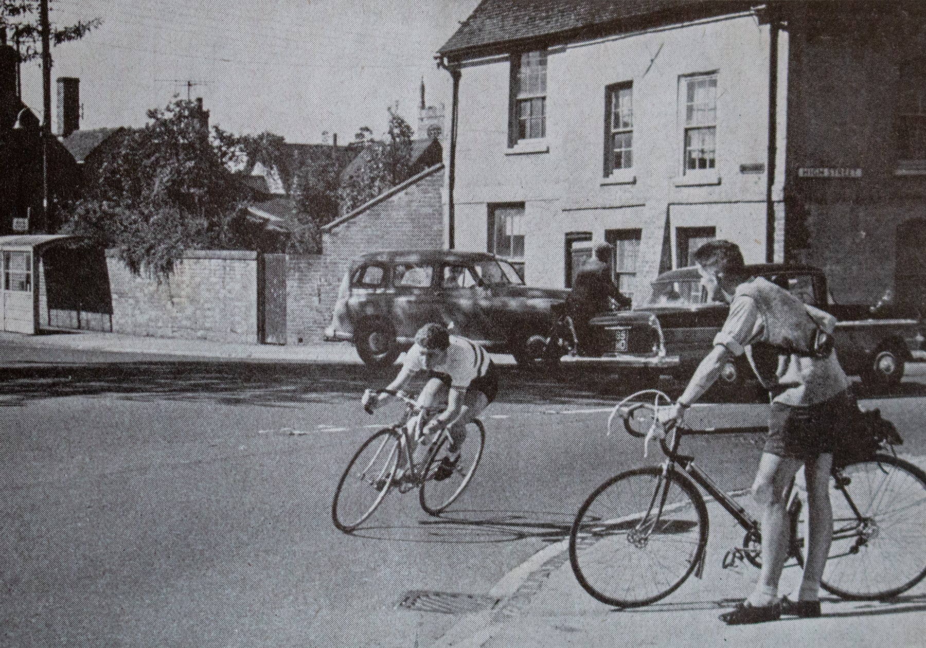 Beryl Burton watched by Roger Wilkings in the Bath Road 100 in 1960