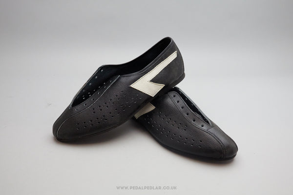 Unbranded Black with White Chevron NOS Cycling Shoes - Size UK 6.5