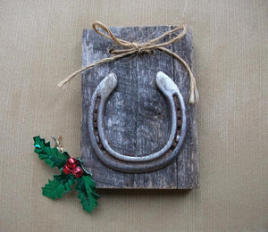 Horseshoe Barn wood decor, Rustic home Horse decoration, Equestrian home decor, Women's Horse gift, Outdoor Garden Horse decor, Lucky shoe