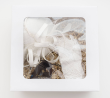 Load image into Gallery viewer, BRIDAL FASCINATOR GIFT BOX