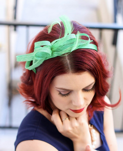 THE LITTLE OLIVE FASCINATOR