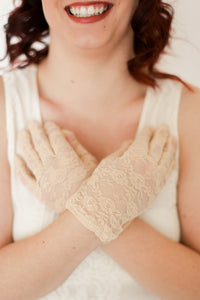Nude Women's Lace Gloves