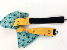 Load image into Gallery viewer, Reversible Derby Bow Tie