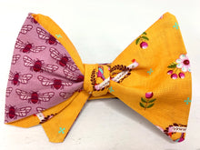 Load image into Gallery viewer, Reversible Derby Hive Tie