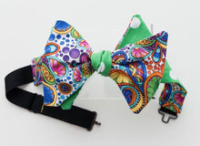 Load image into Gallery viewer, PAISLEY GREEN & DOT BOW TIE