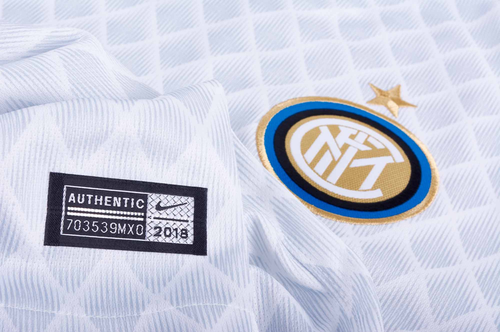 Mens Nike Inter Milan 2018/19 Shirt     Size: Medium     918998-101