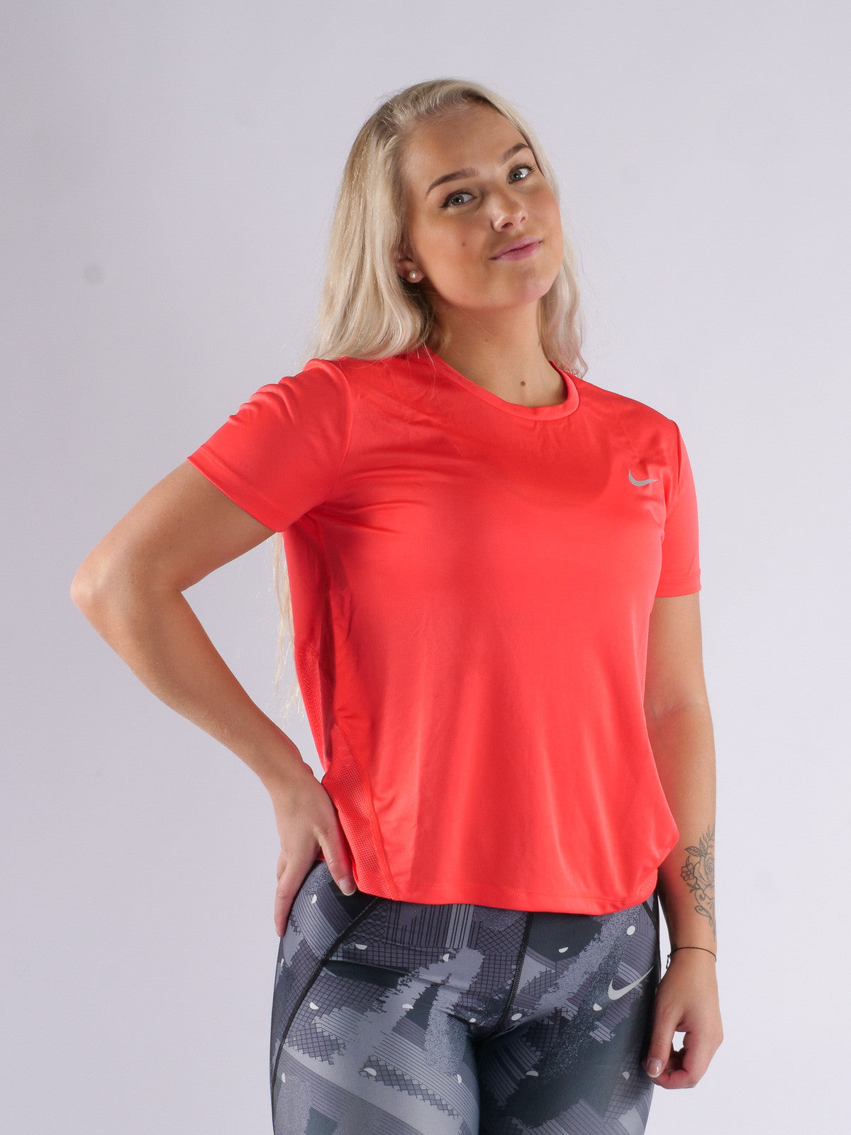 Women's Nike Running Miler Shirt       Small        AJ8121-850