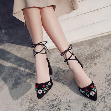 Embroidered Thick With Pointed Toe Pumps