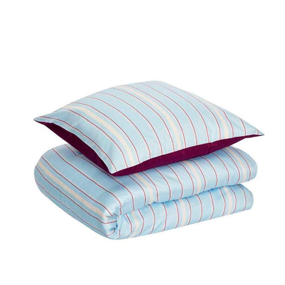 <transcy>Bedding - blue / burgundy / white</transcy>