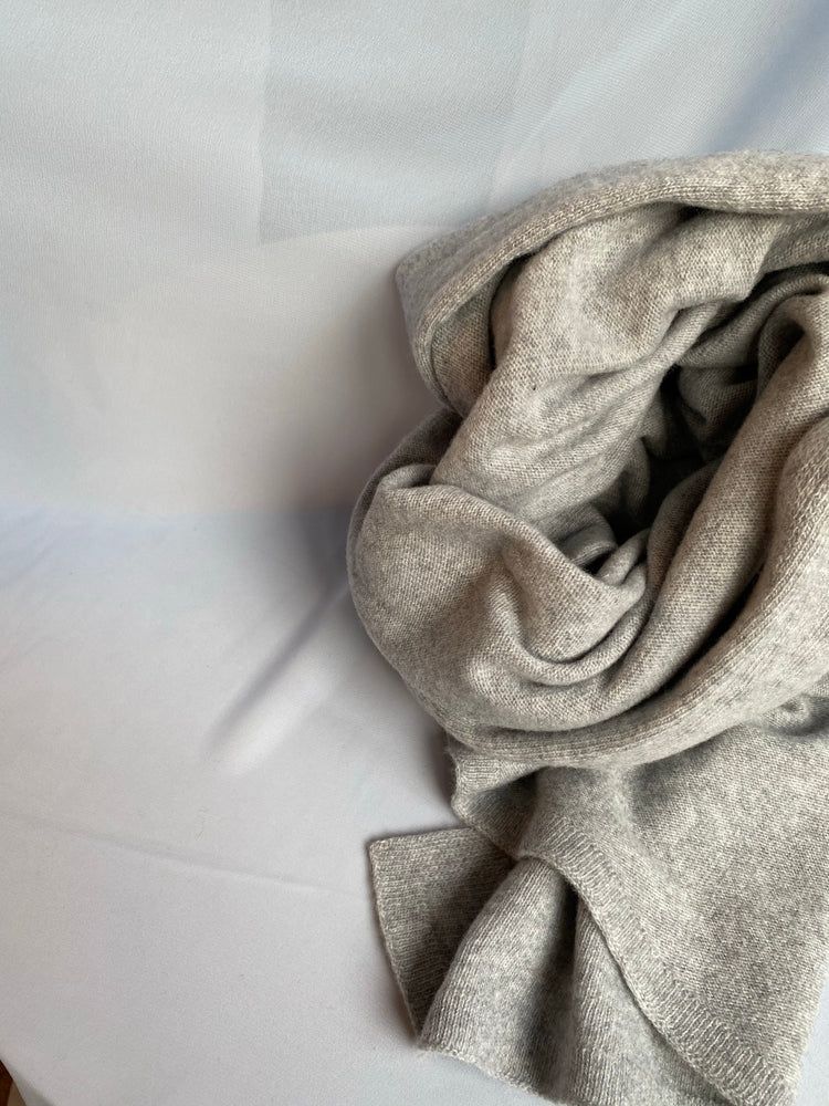 <transcy>Scarf / Light Gray</transcy>
