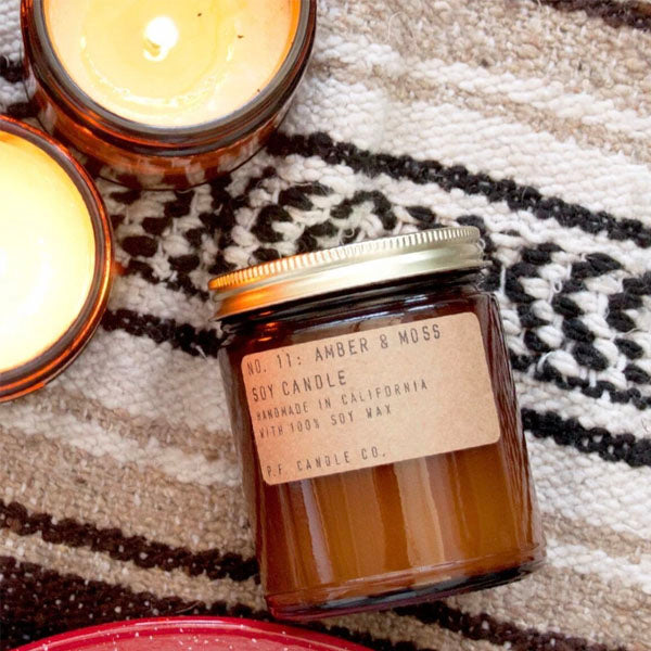 <transcy>PF CANDLES CO. / Soy light, medium - Teakwood &amp; Tobacco</transcy>