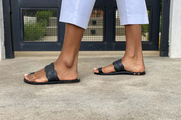 secondary image SERIN sandal - Black/Black - on model shot noscript image