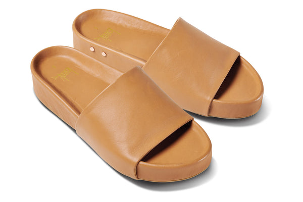 featured image PELICAN sandal - Honey - angle shot noscript image