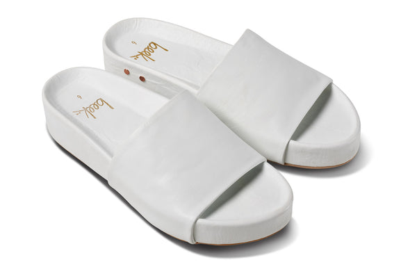 featured image PELICAN sandal - White - angle shot noscript image