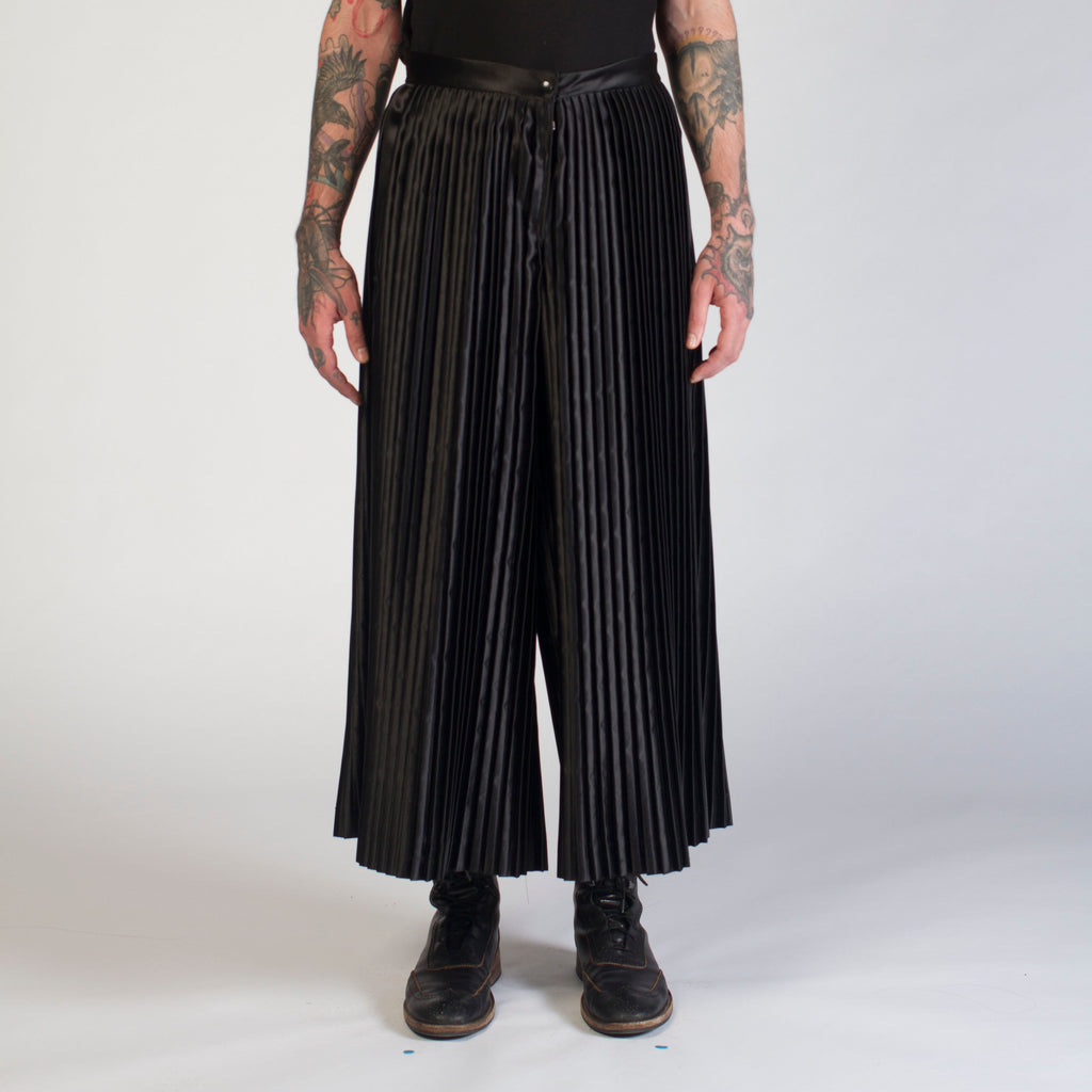 WATCHTOWER pleated pants