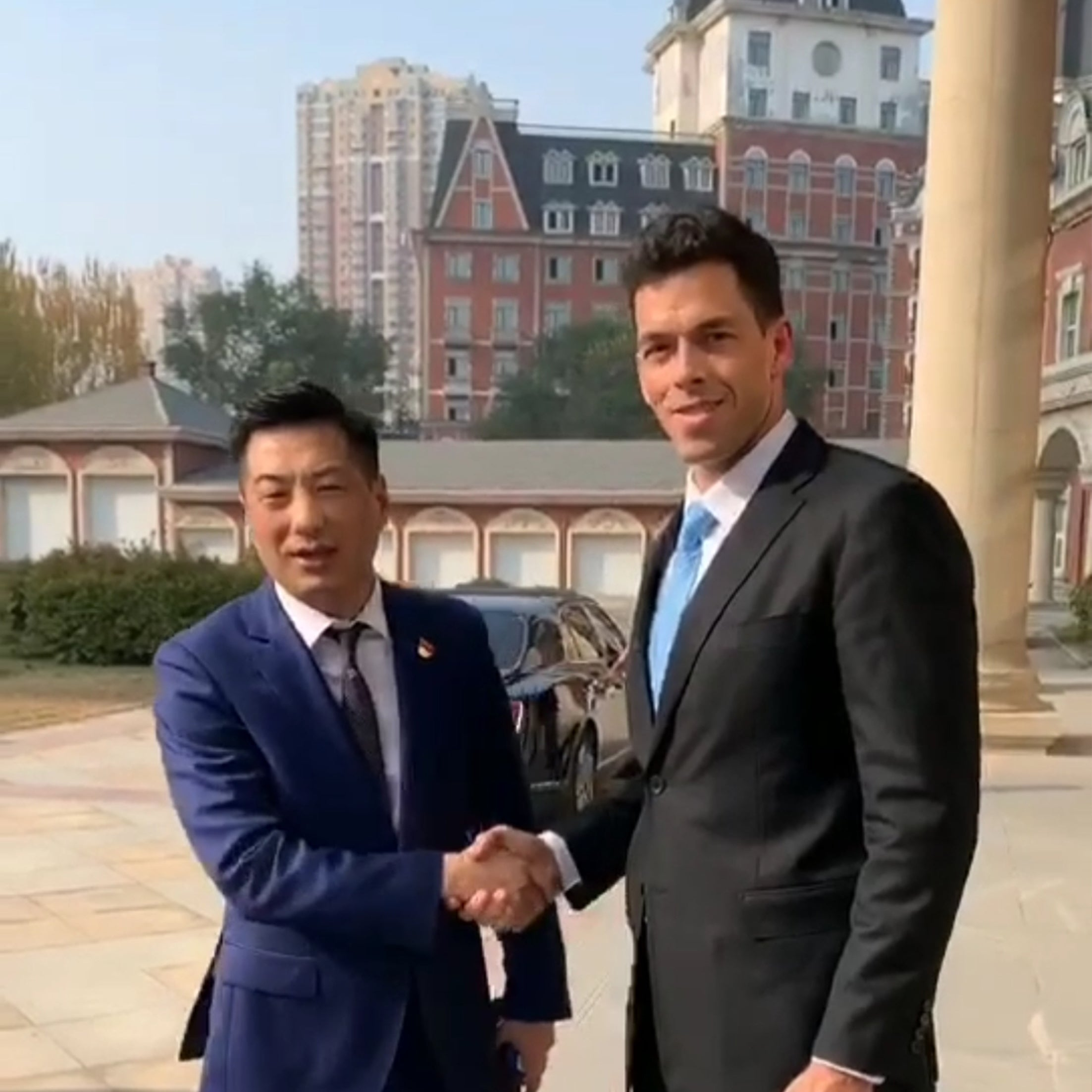 Fabian de Mortier with a senior government official in Liaoning, China