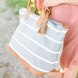 29+ Bridesmaid Bags for Your Girls (that won t break the budget) – Bridebop cb12664990e15