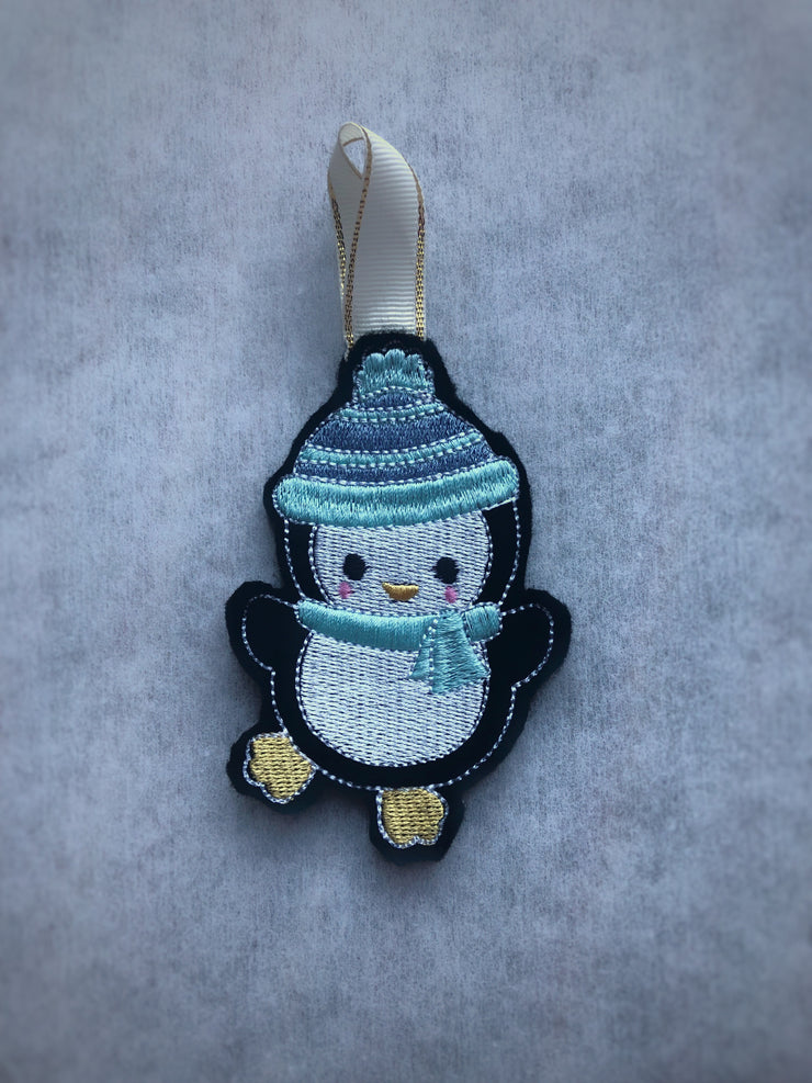 ITH in the hoop baby penguin felt Christmas decoration 2 versions included 4x4 hoop