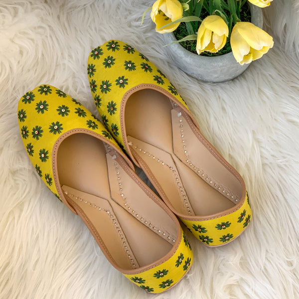 Juttis for women yellow