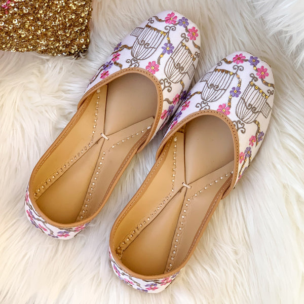 Juttis for women latest design white