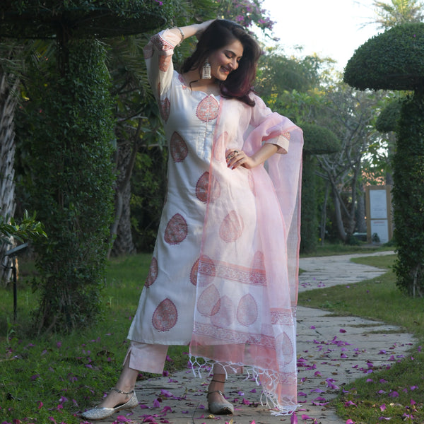 shop amazing quality peach colored cotton suit with doriya dupatta