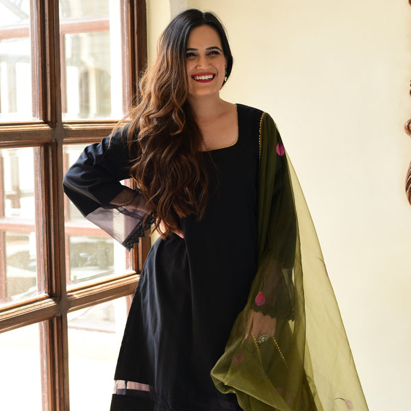 buy black suit with olive green dupatta at amazing prices