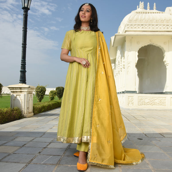 trending yellow kurta for women,best quality kurta for women