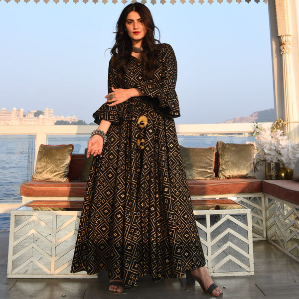 Buy beautiful Black and Gold Kurta Set