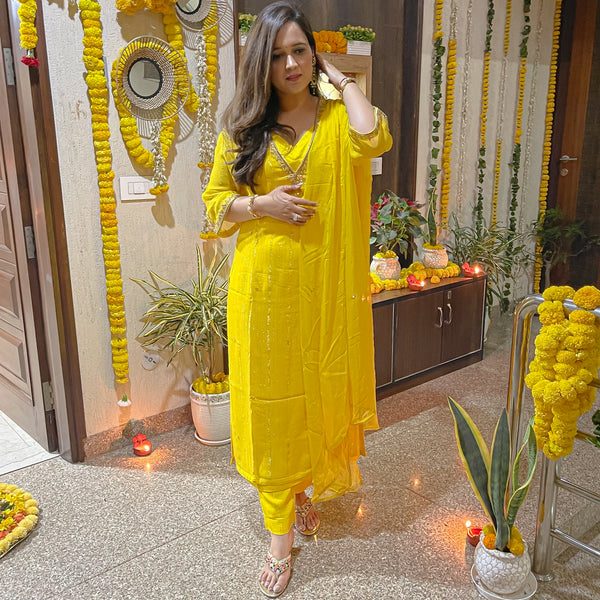 get amazing quality yellow suit with lurex kurta and chiffon dupatta