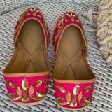 Juttis for women stylish in pink