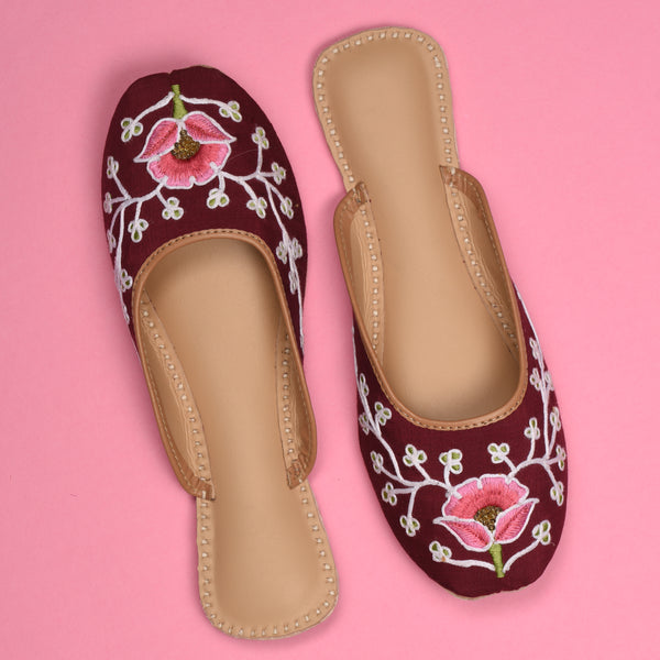 Juttis for women maroon