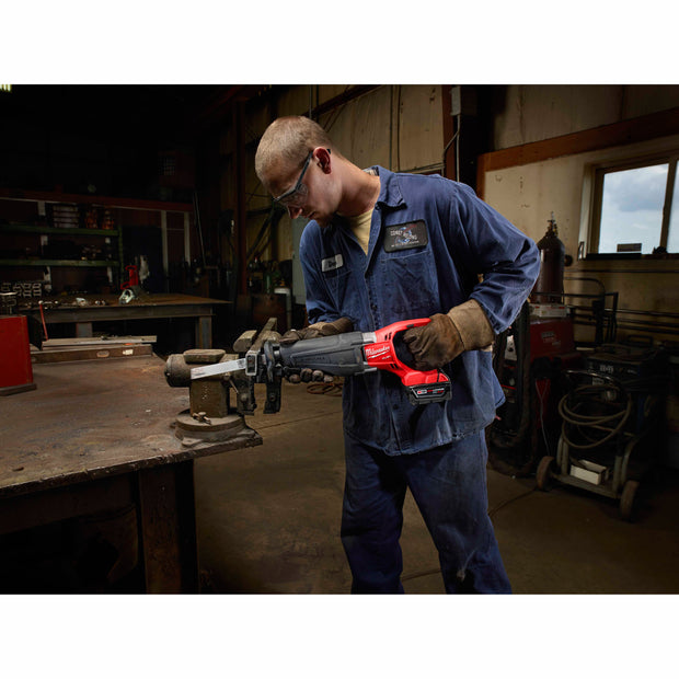 Milwaukee 2720-22 M18 FUEL SAWZALL Reciprocating Saw Kit with 2 Batteries