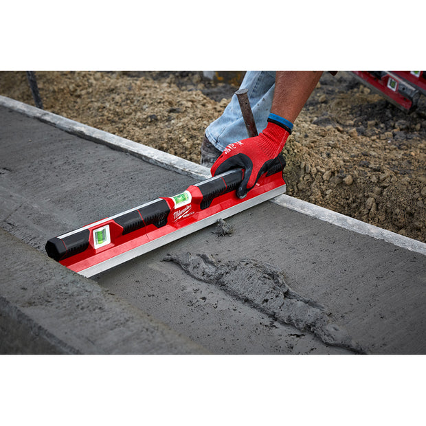"Milwaukee MLCON24 24"" Concrete Screed Level"