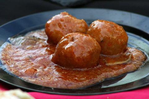 Carly's Paleo Italian Meatballs                      Ingredients: 1 pounds grass fed beef, 1/2 teaspoon sea salt, 3/4 cup minced onion, 1 small minced garlic clove, 1 1/2 teaspoon Italian seasoning, 3/4 teaspoon dried oregano, 2 tablespoon pork fat, 1 beaten egg, 1/2 cup almond flour       Serving Size: 1        Directions:  Mix all of the ingredients together in a large bowl. Put pork fat in small pan to melt or use pork fat that has been sitting out at room temperature. Beat egg by hand with whisk, or blend in Magic Bullet. Combine all ingredients except egg and pork fat. Still, whisk, or mix by hand. Then slowly pour pork fat in. Mix thoroughly and then add egg. Form into balls using 1.5 or 2 tablespoons of meat mixture. Bake at 400 degrees for 20 minutes.