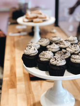 Load image into Gallery viewer, Cupcakes (12 per order)
