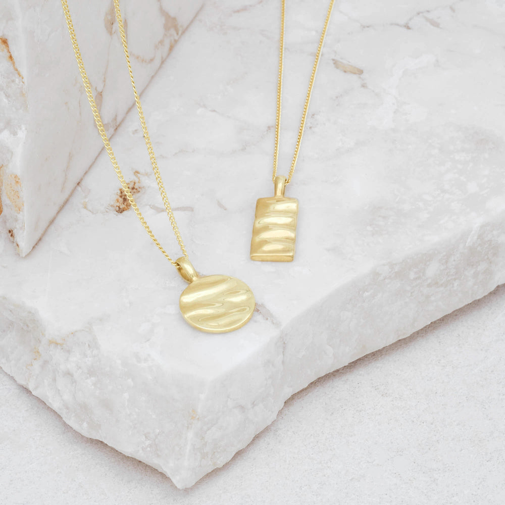 Isla Circle Necklace Gold