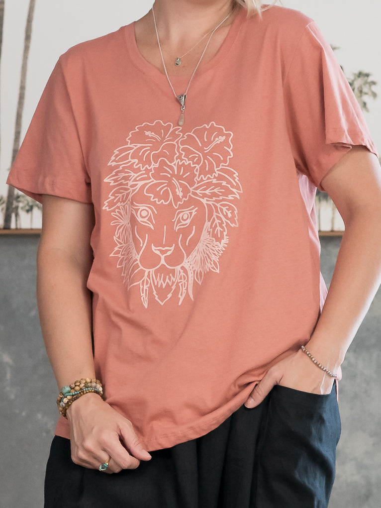 Folksong Lioness Tee - Clay
