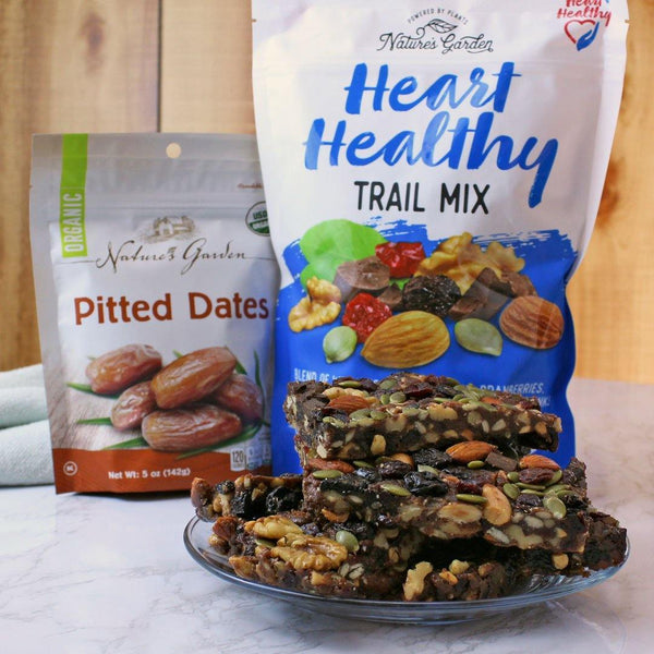 Healthy bars are perfect snacks. If you want to make homemade trail mix bars, you should try this recipe!
