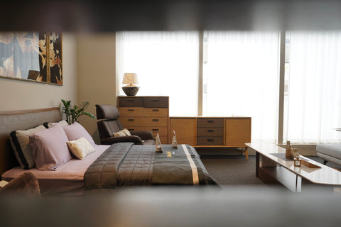 Weavve Home TENCEL™ Lyocell Sheets in Mauve and Weighted Blanket with Bexhill Bed Frame at Black & Walnut