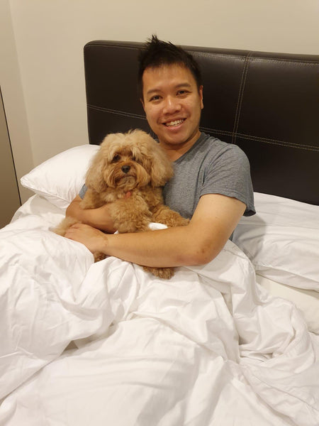 Weavve Home Chef Han Li Guang with his dog on Weavve 100% Cotton Sateen Bed Sheets